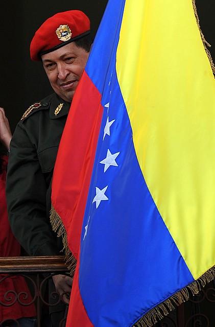 Presidente Chávez F. en el balcón del pueblo