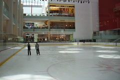 Dubai Mall (Stewie1980) Tags: ice mall shopping dubai track united skating uae indoor emirates arab finepix rink fujifilm  a700 fujifilmfinepixa700