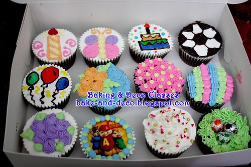 Batch 26 Feb 2011: Combo A - Basic Buttercream Cake & Cupcakes
