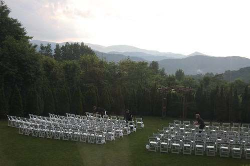 Wedding Lawn - Crestwood Inn