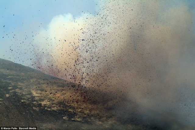 Mount Etna eruption closes airports and 'knocks clocks 15 minutes fast'  2