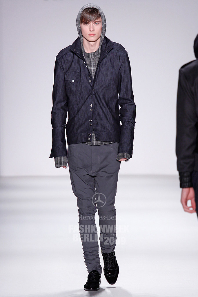 Enrico Petzold3051_FW09 Berlin Kilian Kerner(Mercedes-Benz Fashion Week)