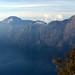 Víamos a grande cratera e o lago de 600m de altura