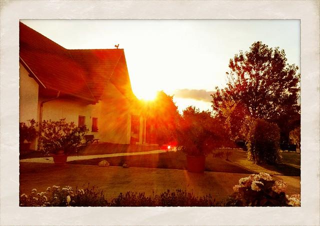 Here goes the sun - Auf der Terrasse des Margaretenhofs sitzen und die Sonne untergehen sehen: Unbezahlbar.