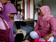 Habis sholat? Ya dandan!!! ~ Things to do after pray: Adorn!! (Eng-ta) Tags: girl smile indonesia women veil hijab motheranddaughter jilbab sholat mushola