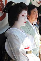 Geiko girl in The Gion Matsuti Festival (Teruhide Tomori) Tags: travel festival japan kyoto traditional event geiko 京都 日本 祭 gionmatsuri 祇園祭 山鉾巡行 芸妓 伝統行事 上七軒 yamaboko ichiteru