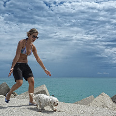 vieni qui ! (Franco Marconi) Tags: sea portrait sky people italy dog water clouds europe mediterraneo italia gallery fuji action retrato candid s portrt sanbenedetto finepix fujifilm ritratto fujinon marche franco processor sensor marconi ascoli  sanbenedettodeltronto lemarche ascolipiceno  piceno f20 marenostrum cmos 2011 x100  potret fujifilmfinepix exr apsc fujix  francomarconi fujifilmx100 finepixx100 fujix100 fujifilmfinepixx100 x100 fujinon23mmf20 fujinon23mm fujinonf20