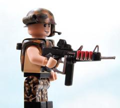 AA-12 (v2, with box mag and holo sight) (Catsy [CC]) Tags: mod lego automatic shotgun custom modification catsy aa12 brickarms