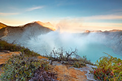 Enchanting beauty from the top of Ijen Crater (tropicaLiving - Jessy Eykendorp) Tags: morning light plants mountain nature sunrise canon indonesia landscape photography eos volcano nationalpark outdoor top smoke peak mount crater lee sulphur filters rim 1022mm surabaya bromo semeru tengger eastjava 50d ijen banyuwangi bondowoso