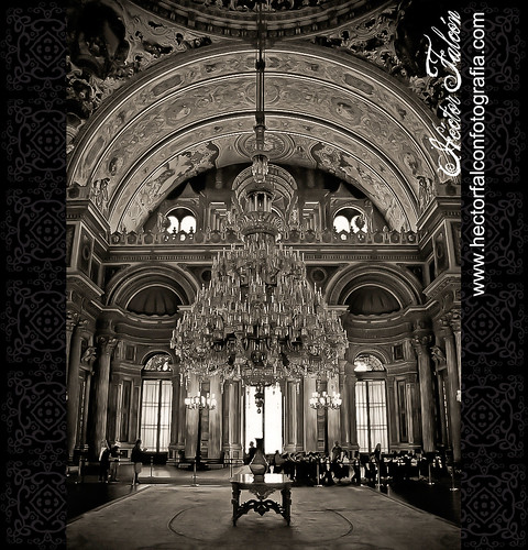 Palácio de Dolmabahçe - Istambul - Turquia by Héctor Falcón