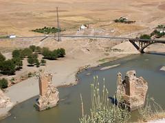 "Brückenpfeiler im Tigris bei Hasankeyf • <a style=""font-size:0.8em;"" href=""http://www.flickr.com/photos/65713616@N03/5990520863/"" target=""_blank"">View on Flickr</a>"