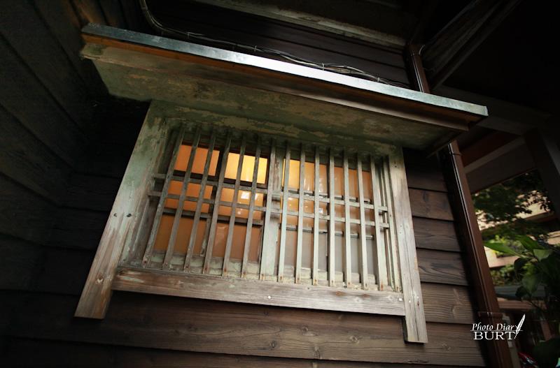 青田76 玄關外側的小窗