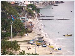 la Playa en El Rodadero . . mirando al sur ( OJOS DE AGUA ) Tags: southamerica strand colombia playa kolumbien santamarta magdalena kste marcaribe caribe amricadosul karibik amriquedusud zuidamerika amricadelsur sdamerika elrodadero     urinawyayala embyamrika