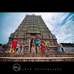 Jump in to Thenkasi (ayashok photography) Tags: india kids temple nikon god indian culture july dude hindu tamilnadu 2011 ruralindia workship thenkasi ayashok nikond300 tokina1116mm aya9473