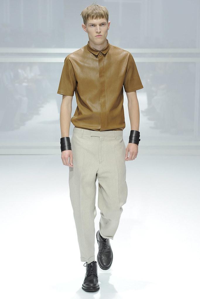 SS12 Paris Dior Homme025_Adrian Bosch(VOGUEcom)