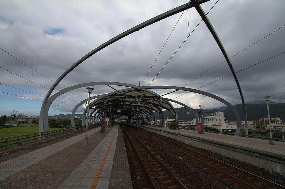 台鐵最漂亮的車站--- - 冬山車站.