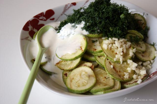 Salata calda de dovlecei si marar