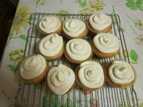 Peach Cupcakes with Vanilla Buttercream