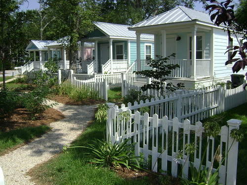 Cottage Square (via Seaside Academic Village)