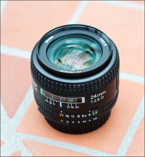 Nikon D7000 24mm f/2.8D