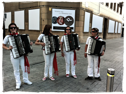 Momenticos San Fermín 2011 - Disfrutamos de la música tradicional