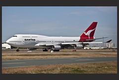 QANTAS 747-400 taxing to Brisbane_19=