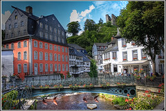 Monschau  (Castle/Chteau) (SergeK ) Tags: park castle town europe maisons north rivire eifel hills valley venn allemagne chteau monschau ville attraction burg touristique collines populaire colombages valle rur halftimberedhouse 2011 riverhistoric sergek villagesetvilles 2011sergek clothmills eifelnature germanymontjoie