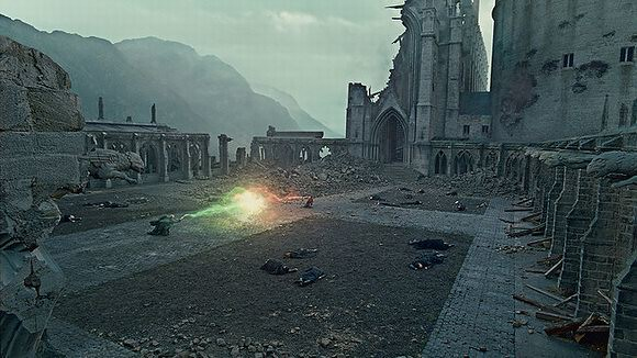 Harry-Potter-and-the-Deathly-Hallows-Movie-Still