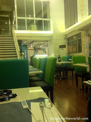 le bistro vert, fraser's place, makati