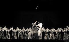 Grupo de Dança - Junak (Alan Kleina) Tags: blackandwhite horse art branco brasil canon polska pb preto curitiba parana dança cavalo pretoebranco cultura polonia vestidos etnia polonesa teatroguaira junak 60d canon60d guairão escolaportfolio alankleina