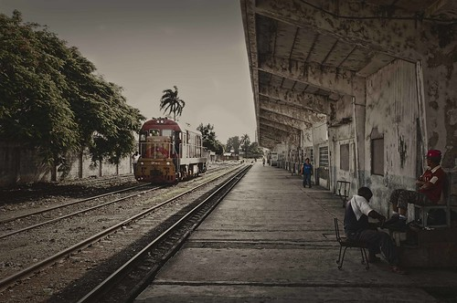 Lineal Thinking..........Camaguey, Cuba by Rey Cuba