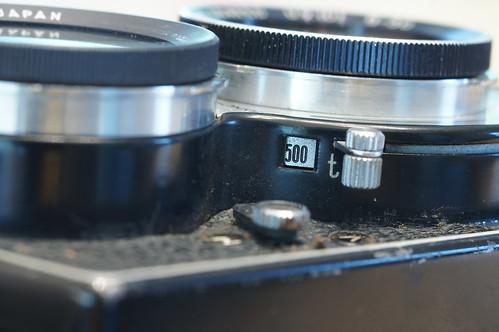 快門調節杆則在鏡頭的右面