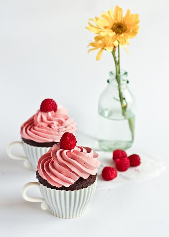 raspberry_devil_cupcakes-6