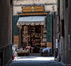 Antica Drogheria (Dennis Cluth) Tags: italy nikon tuscany cortona d90