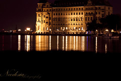 Karanlığa İnat (Özlem Uluğ) Tags: blue sea reflection night turkey istanbul deniz haydarpaşa kadıköy yansıma