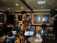 """Thiago à frente do quarteto com músicas próprias e arranjos, com total sintonia entre os músicos de alta qualidade • <a style=""""font-size:0.8em;"""" href=""""http://www.flickr.com/photos/63787043@N06/5988614698/"""" target=""""_blank"""">View on Flickr</a>"""