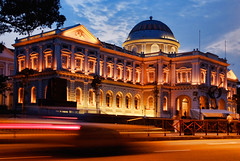 National Museum of Singapore. Over the next few weeks, some of my images will be flying around the world... (williamcho) Tags: old heritage monument architecture night speed magazine spread ancient singapore published colonial icon rivers dome historical bluehour lantern nationalmuseum relics nationalmonument artefacts marinabay marinacentre onassignment traillights silverkris singaporeflyer marinabaysands flickraward olétusfotos williamcho fullertonbayhotel flickrtravelaward