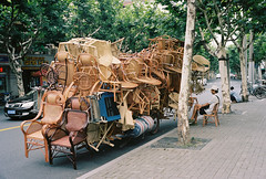 Wanna buy a wicker chair ? (Woods | Damien) Tags: china street film chair shanghai streetphotography   chinoiserie wicker seller overloaded argentique olympus35sp kodakportra160  wanhangduroad