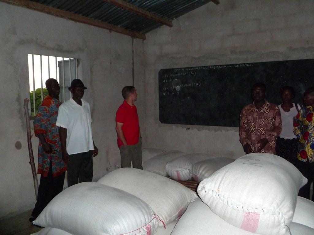 Visite du magasin de stockage de céréales par l'Union Européenne Togo