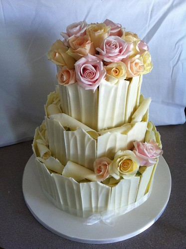 White chocolate with fresh roses by Louisa Morris Cakes