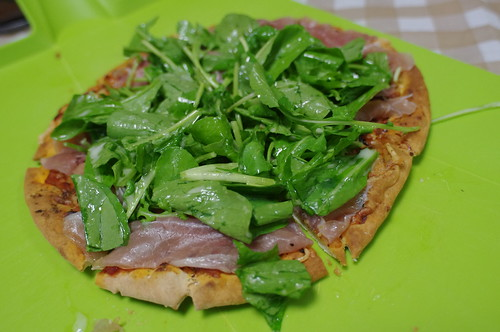 Pizza con prosciutto e rucola