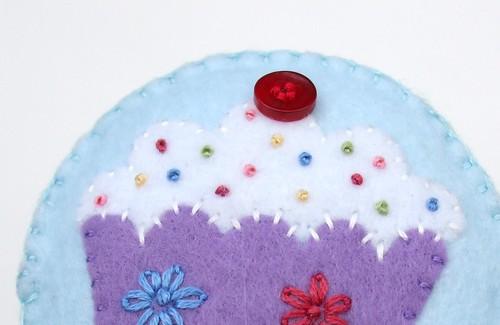Felt cupcake pincushion 12