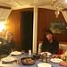 Jantando um carneiro no barco do Eric (a direita)