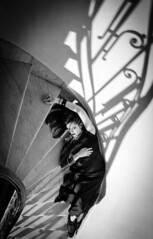 (Diego Epstein) Tags: portrait woman stairs mujer nikon shadows retrato 1750 28 tamron sombras escaleras tamronspaf1750mmf28xrdiiildasphericalif a3b d7000 thechallengefactory