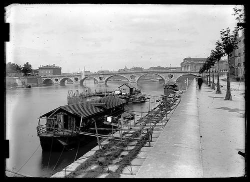 Le pont Neuf vu depuis le quai de Tounis