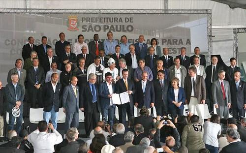 Vereadores e autoridades no estádio do Corinthians