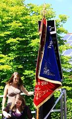 (:Linda:) Tags: two woman man germany bavaria village flag banner mann twopeople hirschberg flagholder erwachsener zweileute zweimenschen