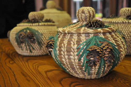Finished baskets made with longleaf pine needles.