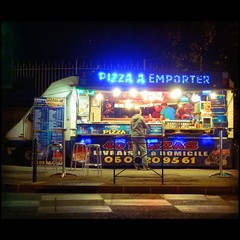 Pizza a Emporter (Giorgio Verdiani) Tags: camera france night digital lights olympus aixenprovence pizza luci provence 20 francia notte compact provenza sz 16megapixels nuite 16mp flickrestrellas sz20