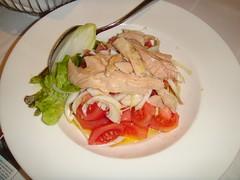 Ensalada de ventresca con tomate pelado y cebolleta